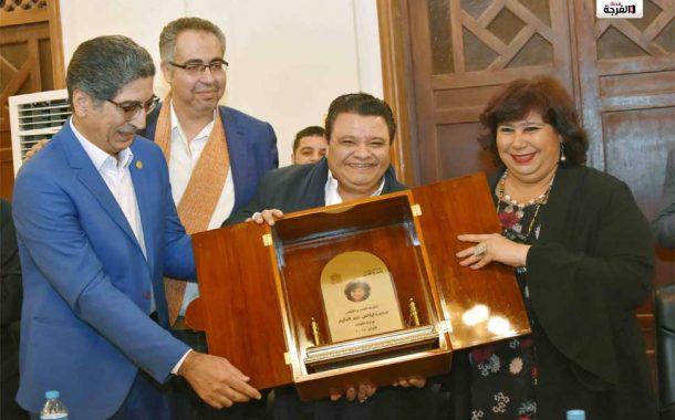 عبد الدايم تلتقى العاملين بالمسرح القومى وزير الثقافة بين ابناء المسرح القومى فى عيد الحب