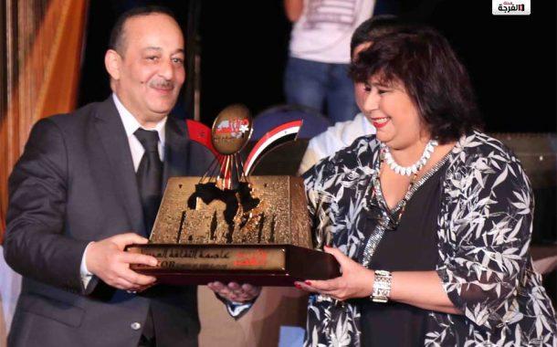 وزيرة الثقافة المصرية تسلم نظيرها المغربى شعلة الثقافة العربية فى احتفالية عالمية